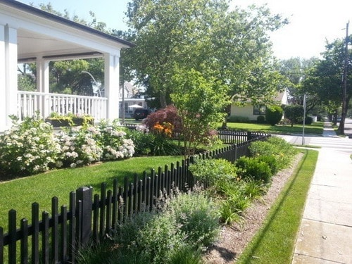 Black-paint-cedar-picket-fence-home-renovation-ideas