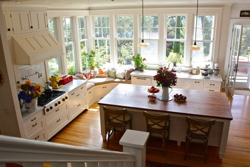 Luxury-traditional-kitchen-remodeling-ideas-with-white-cabinets