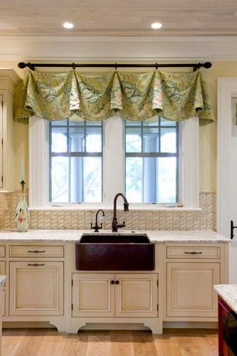 Traditional-drapery-window-treatments-kitchen-design-ideas