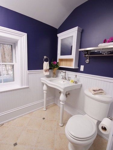 Blue-traditional-bathroom-paint-colors-navy-wainscot-bathrooms-ideas