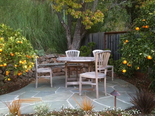 Wooden-garden-furniture-small-backyard-patio-home-design-ideas