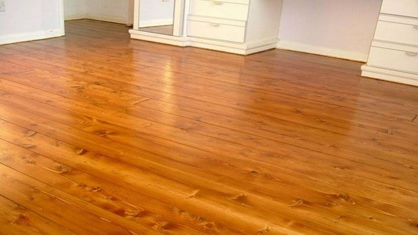 How to paint the light wooden floors: the choice of material and the procedure