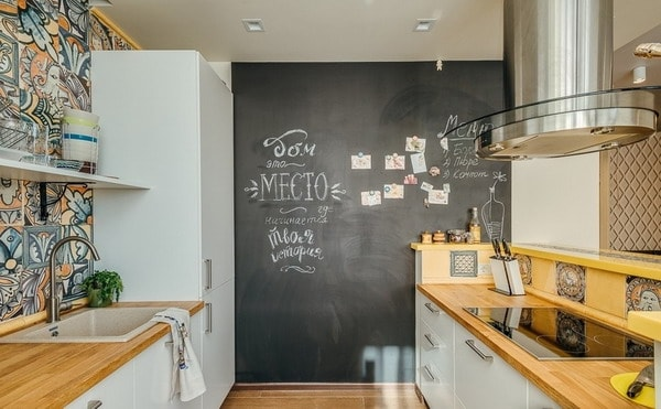 Slate paint for walls: funny notes in a modern interior